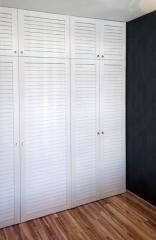 белый шкаф в комнату