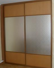 Встроенный двухдверный шкаф