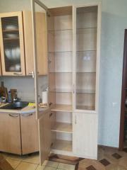 Шкаф распашной с витринами