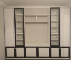 шкафы с витринами в гостиную