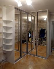 Угловой шкаф-купе с зеркальными фасадами