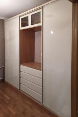 красивый шкаф в гостиную на заказ