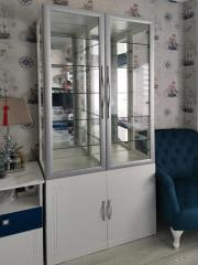 Шкаф с витринами для дома и офиса
