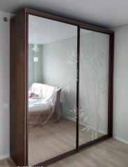 Шкаф-купе для одежды с зеркальными фасадами
