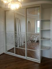 Зеркальный шкаф-купе, декорированный пескоструйной печатью
