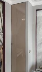 Встроенные шкафы с лакированными фасадами