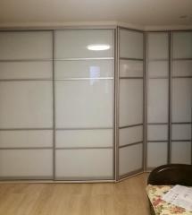 Вместительный шкаф с матовыми фасадами