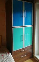 Распашной 4-х дверный шкаф с яркими фасадами