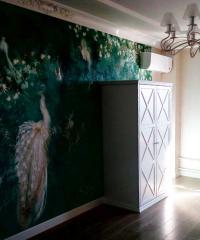 Вместительный белый шкаф в классическом исполнении