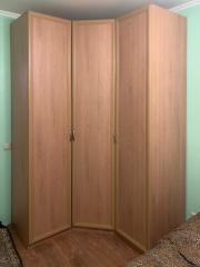 Угловой распашной шкаф для гостиной