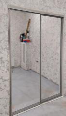 Шкаф-купе с зеркальными фасадами в прихожую