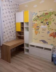 письменный стол и тумба в детскую комнату