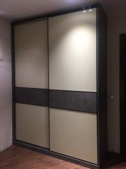 шкаф-купе с комбинирвоанными фасадами