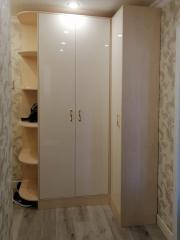 Угловой шкаф с гладкими фасадами