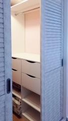 двери жалюзи в гардеробную