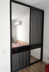 Дизайнерский шкаф-купе с зеркалом