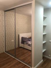 Зеркальный шкаф купе для одежды