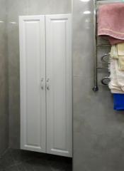 Небольшой встроенный шкаф в ванную комнату
