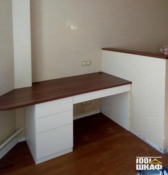 Встроенный письменный стол на заказ