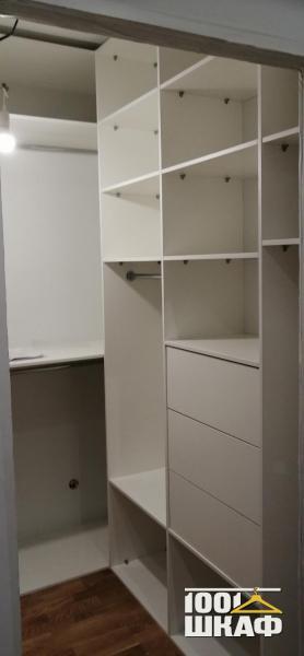 Комплект мебели в гардеробную выполнен на заказ