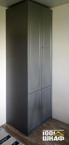 Распашной шкаф цвета антрацит