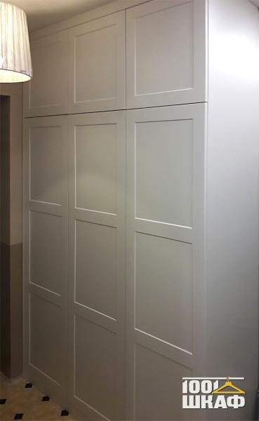Шкаф распашной встроенный в нишу