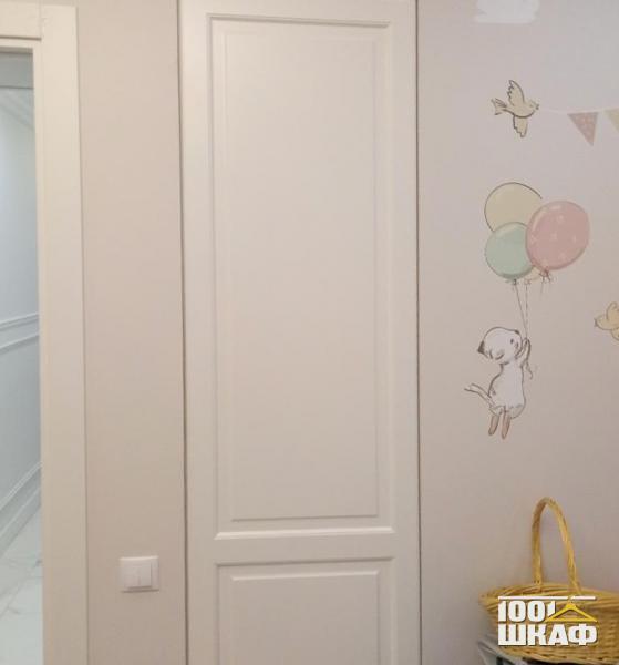 Встроенный распашной шкаф в детскую комнату