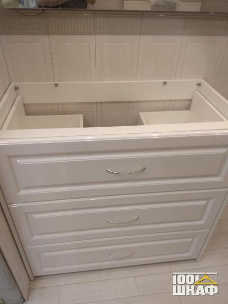 Белая тумба под раковину в ванную комнату выполнена на заказ