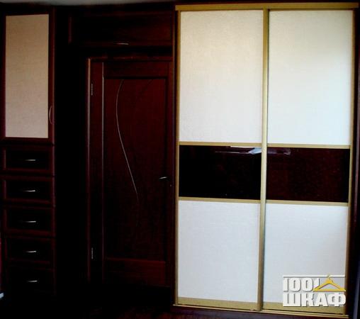Шкаф и стойка с ящиками