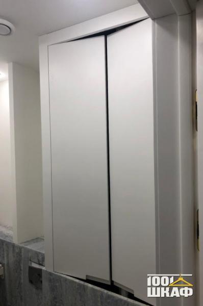 Распашной шкаф в ванную комнату
