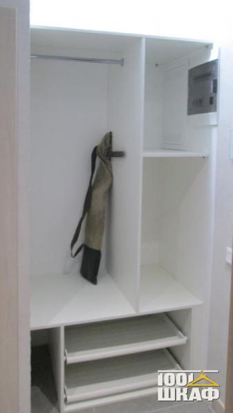 Комплект мебели в прихожую: вешалка, полки, тумба