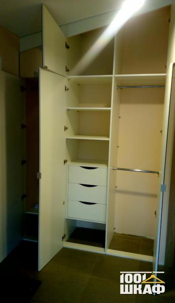 Вместительный шкаф с антресолью