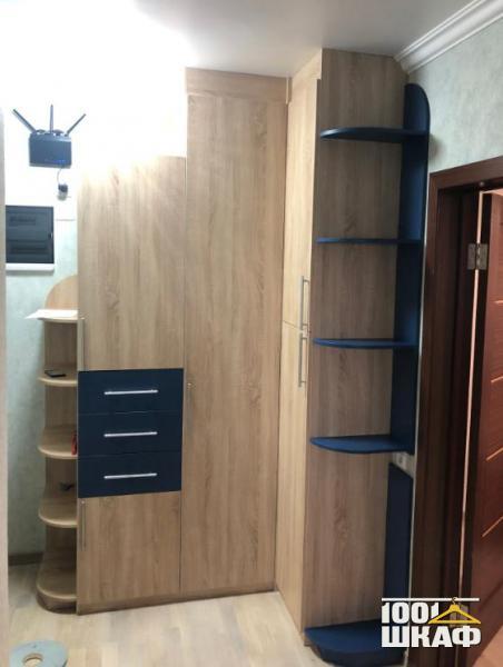 Угловой распашной шкаф открытой секцией