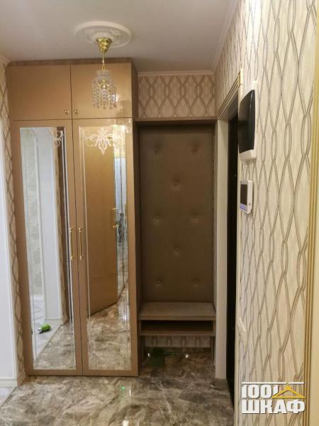 Шкаф распашной с зеркалом для прихожей