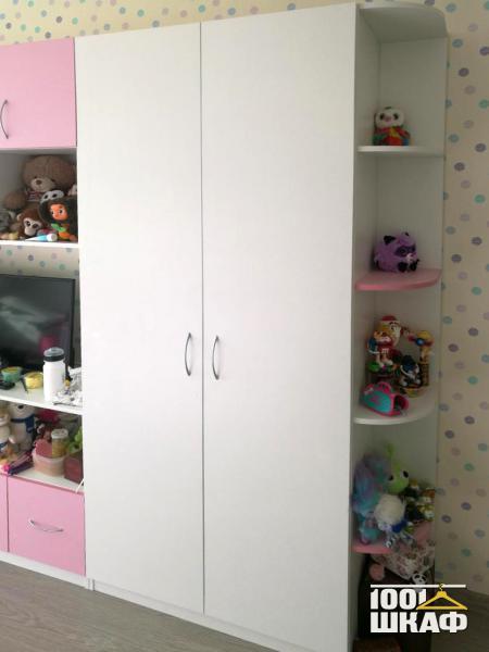 Мебель для девочки в розовом цвете в детскую комнату