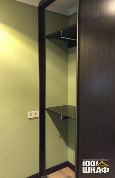 Встроенный шкаф в цвете венге
