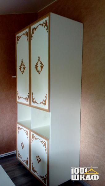 распашной шкаф с узорами