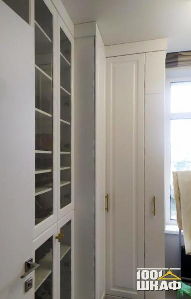 встроенный шкаф с витринами на заказ