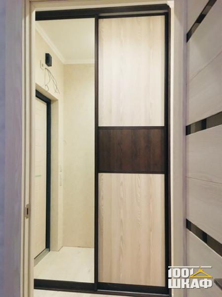 Универсальный встроенный шкаф в прихожую