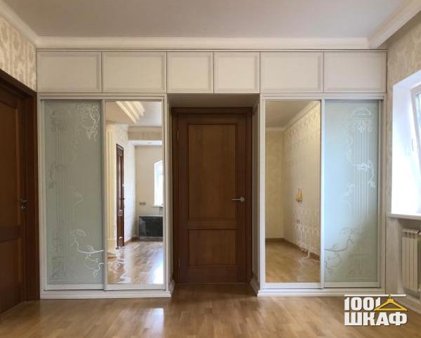 П-образный шкаф с зеркальными фасадами
