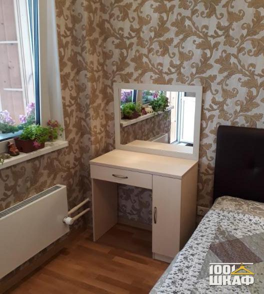 прикроватный столик в спальню