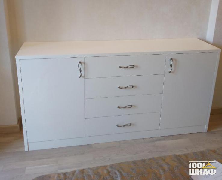 Комплект мебели в спальню: шкаф, тумба, комод и стол