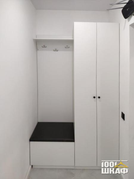 вешалка, пуфик, шкаф