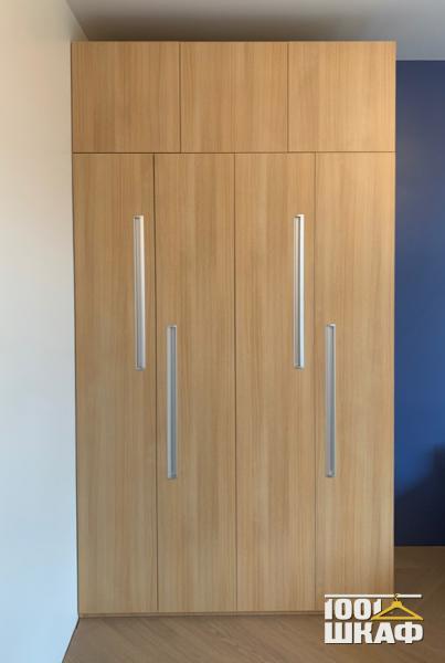 Дизайнерский распашной шкаф с антресолью