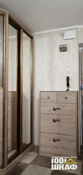 Комплект мебели в гостиную: шкаф-купе и тумба