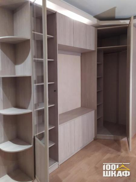 Вместительный шкаф в гостиную на заказ