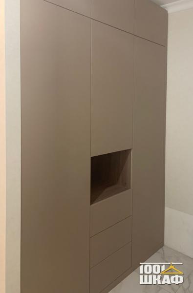 бежевый шкаф в гостиную