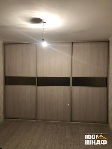 Вместительный шкаф-купе для одежды