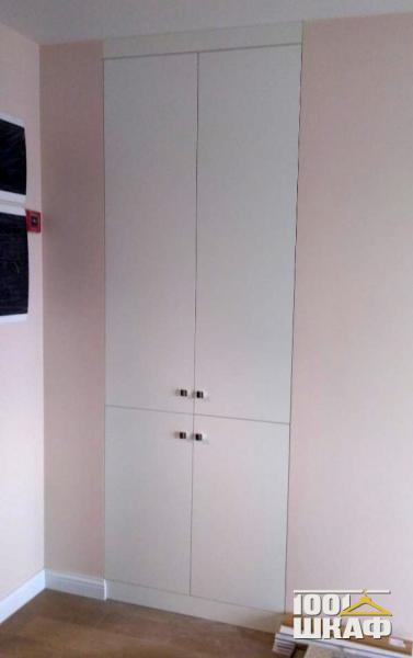 4-х дверный, встроенный шкаф с белыми фасадами