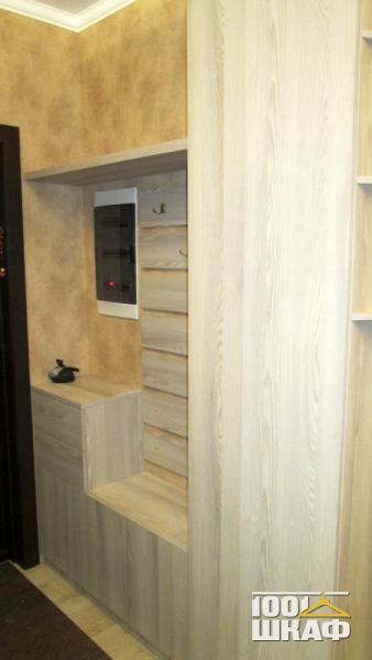 Вешалка настенная, шкаф и галошница в прихожую